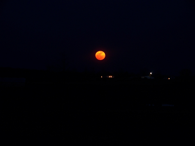 http://www.y0himba.net/images/misc/supermoon.jpg